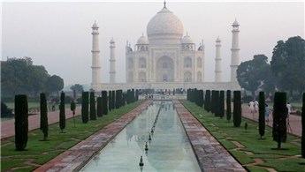 Hindistan'da hava kirliliği inşaatları durdurdu!