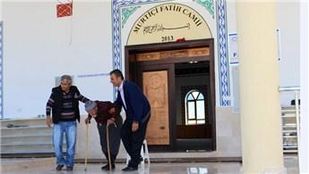 Antalya Büyükşehir Belediyesi'nden yaşlı adamın evine yol hizmeti
