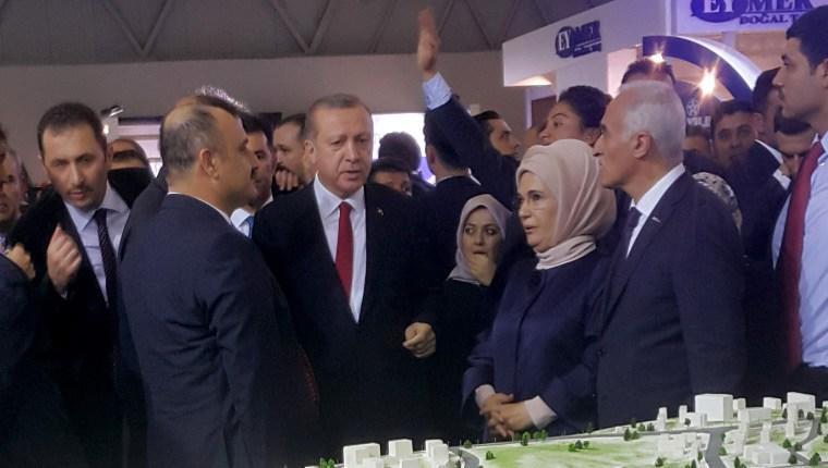 Cumhurbaşkanı Erdoğan, 3. İstanbul standını ziyaret etti