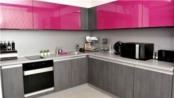 Mutfaklarda renkli dolapların kullanımı