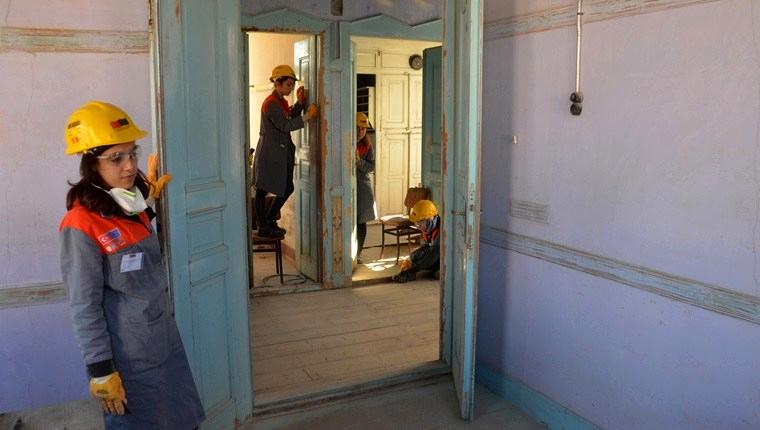 Üniversiteliler tarihi evin restorasyonunda işçilik yapıyor!