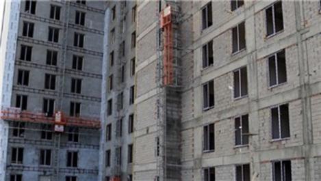 Sivas'ta dış cephe asansörü koptu