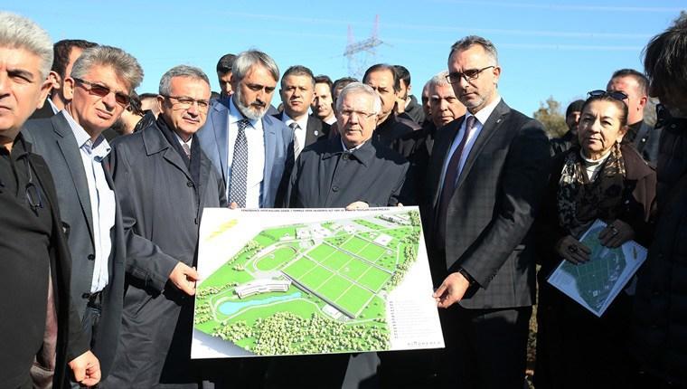Aziz Yıldırım, Gebze'de yapılacak tesisin arazisini gezdi