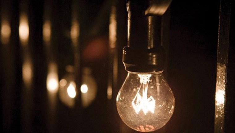 karanlıkta yanan ampül