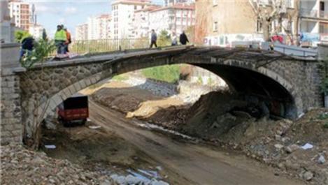 Kadıköy Erenköy'deki tarihi tren yolu köprüsü sökülüyor!