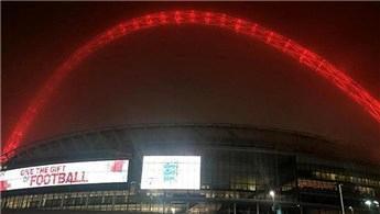 Wembley Stadı, Türkiye için kırmızıya büründü