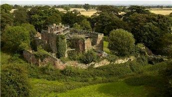 Çürümeye terk edilen Astley Kalesi lüks villaya dönüştürüldü