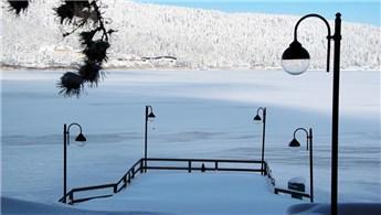 Bolu'daki Abant Gölü buz tuttu!