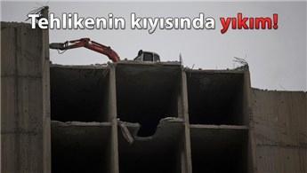 Ankara'da 22 yıllık atıl binanın yıkımına başlandı!
