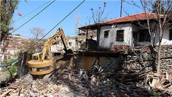 Çankaya'da sağlıklı kentleşme için gecekondular yıkıldı