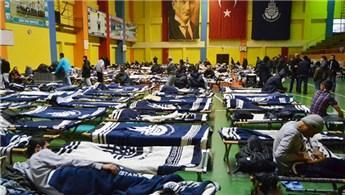 Evsizler,  Zeytinburnu Spor Kompleksi'nde misafir ediliyor