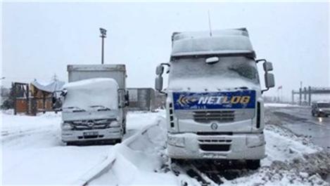 İstanbul Büyükşehir Belediyesi karla mücadele devam ediyor