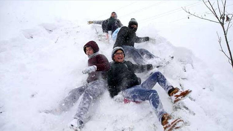 İstanbul'da okullar kar yağışı nedeniyle tatil edildi