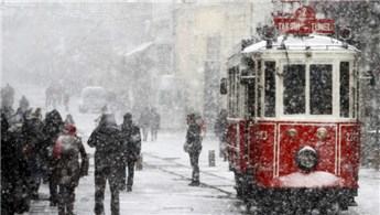 İstanbullu kar yağışında sinemaya koştu