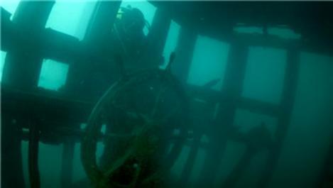 Van Gölü'nün derinliklerinde batık gemi bulundu