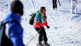 Kayak tutkunları Uludağ'a akın etti