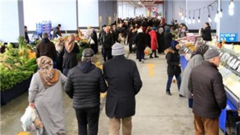 Esenler'deki modern pazar yeri hizmete açıldı
