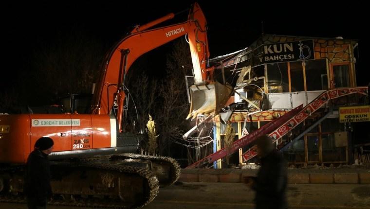 Van'da Sahil Bandı Projesi kapsamında 12 iş yeri yıkıldı