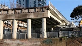 Selamiçeşme Köprüsü'nün yıkım çalışmaları başladı
