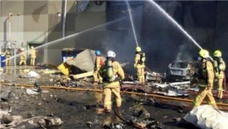 Avustralya'da uçak DFO AVM'nin üzerine düştü