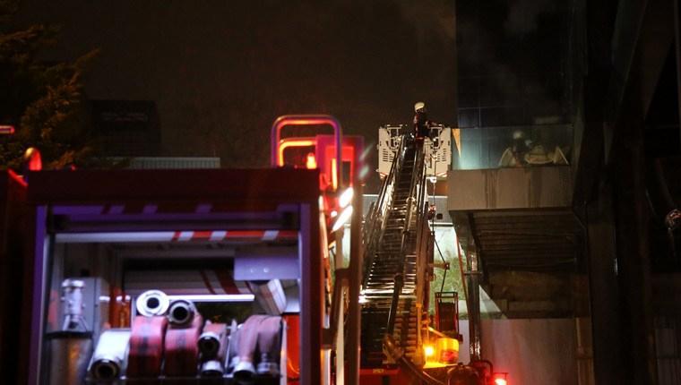 Kartal'da bir iş merkezinde yangın çıktı!