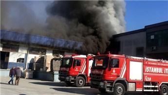 Esenyurt'ta banyo malzemeleri fabrikasında yangın çıktı
