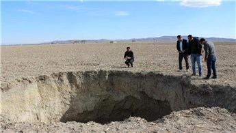Konya'da 20 metre derinliğindeki obruk çiftçileri korkuttu!