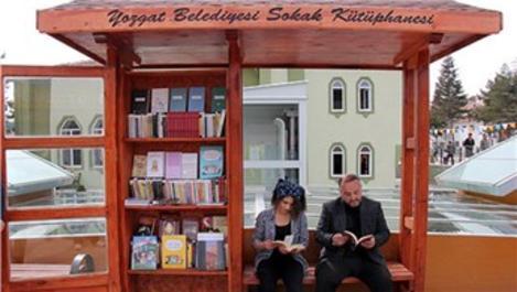 Yozgat'ın iki farklı noktasına sokak kütüphanesi kuruldu