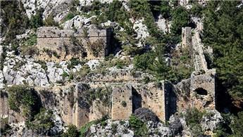 Tarihi Alara Kalesi'ne turistler akın ediyor!