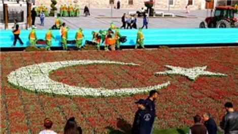 Konya'da 'Laleden yapılan en büyük Türk bayrağı' rekoru kırıldı