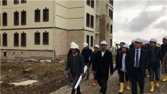 Ergün Turan, Konya'da inşa edilen konut ve hastaneleri inceledi!
