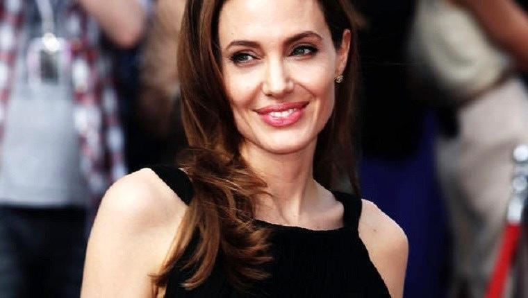 Angelina Jolie bu malikaneye göz dikti!
