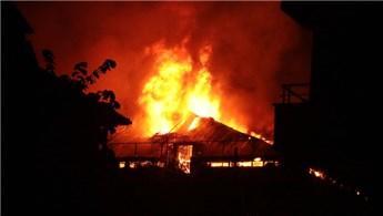 Sancaktepe'de bir fabrikada yangın çıktı