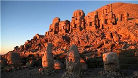 Nemrut Dağı, yabancı turistlerin ilgi odağı oldu