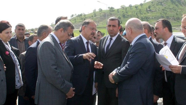 Bakan Özhaseki, Şırnak'taki konutları inceledi