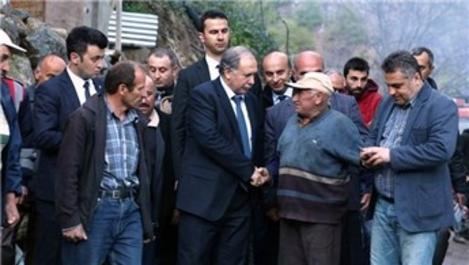Artvin Valisi Doğanay evleri yanan köylülerle görüştü!