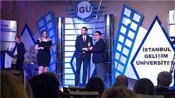 İstanbul Gelişim Üniversitesi'nden Özyurtlar'a ödül!