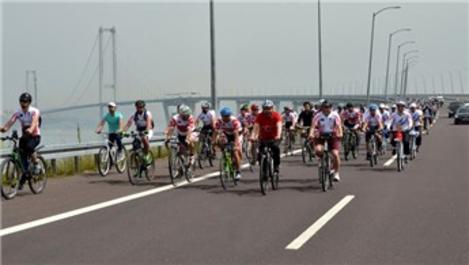 300 bisikletli grup Osmangazi Köprüsü'nden geçti