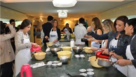 Fakir, renkli tasarımlarla ürettiği mutfak grubunu tanıttı!