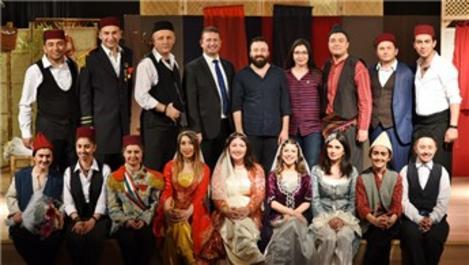 Kale Tiyatro Kulübü Asma Kilit, ilk oyununu sergiledi!