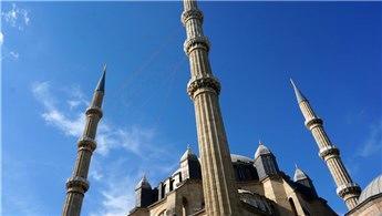 Selimiye Camisi'nin minareleri mahya ile süslendi