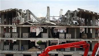 Antalya'da 5 katlı inşaatın çatısı çöktü!