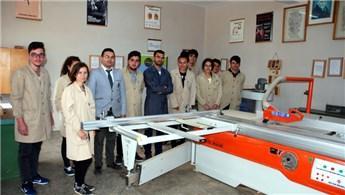 Antalya'daki lisede öğrenciler mobilyacılığı öğreniyorlar