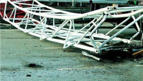 Çin'de demir yolu inşaat alanında vinç kazası
