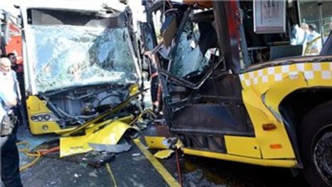 Söğütlüçeşme metrobüs durağında kaza!