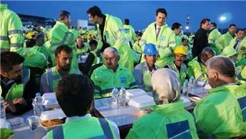 Binali Yıldırım, 3. Havalimanı işçileriyle iftar yaptı!