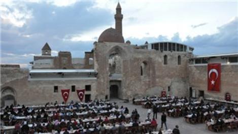 İshak Paşa Sarayı'nın kapıları 'iftar' için açıldı