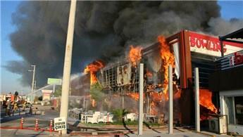İzmir'de bir AVM'de korkutan yangın!