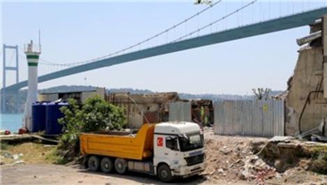 Boğaz'daki kaçak yapıların enkazı kaldırılmaya başlandı