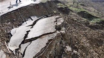 Bursa'da inşaatın temel kazısında toprak kayması meydana geldi